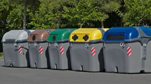 Contenedores de recogida selectiva, en Barcelona.