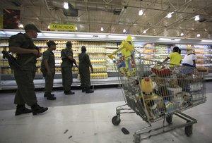 El salario mínimo mensual llegó a su punto más bajo en la historia del país al equivaler a 2,73 dólares.