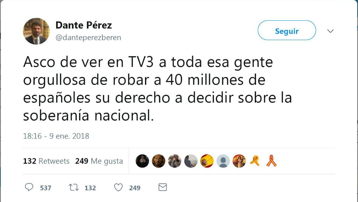 Tuit del alcalde de Gimenells y Pla de la Font (Lleida), Dante Pérez, durante la retransmisión del documental del programa Sense Ficció de TV3 sobre el referéndum del 1-O.