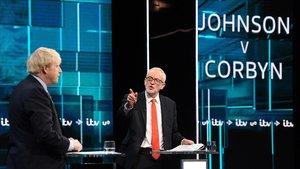 Johnson y Corbyn en pleno debate.