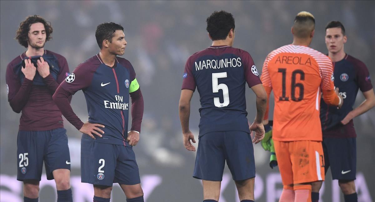 Decepción y desencanto en los rostros de los jugadores del PSG, tras ser eliminados por el Real Madrid de la Champions.