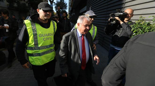 Els agents han detingut deu persones i fan registres en domicilis i seus mercantils de Barcelona i Madrid.