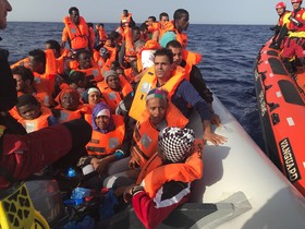 Salvini acusa Proactiva Open Arms d'interposar-se en un rescat i no li donarà port