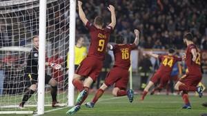Dzeko (1-0), De Rossi (2-0) y Manolas (3-0), los autores de la eliminación del Barça.