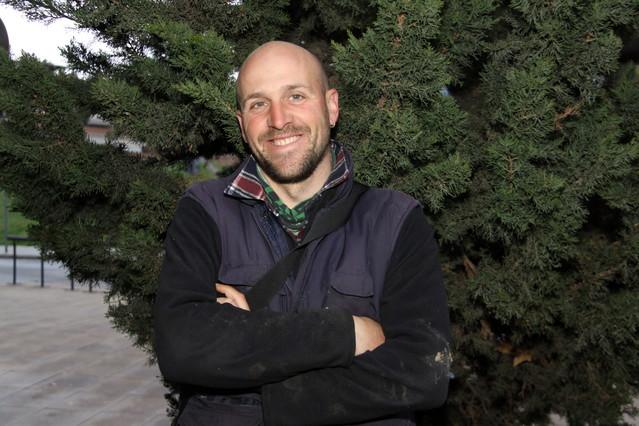 Eduard Balsells trabaja de pastor en Sant Boi de Llobregat.