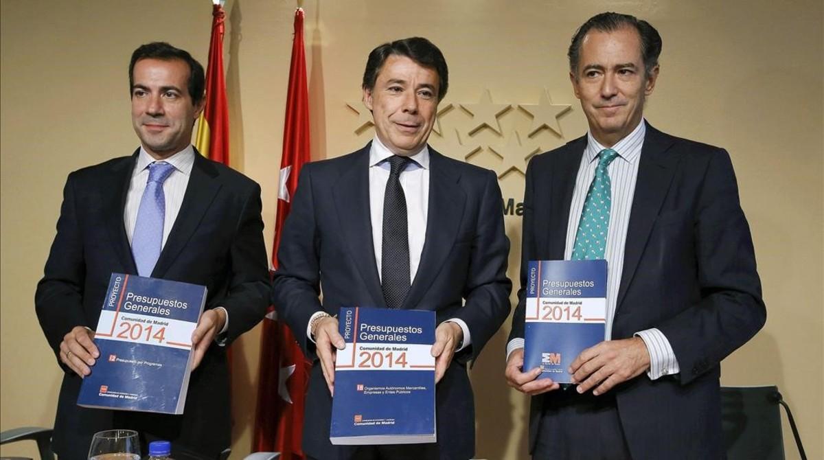 Enrique Ossorio (derecha), en una imagen de archivo, junto al entonces presidente de la Comunidad de Madrid, Ignacio González, y Salvador Victoria.