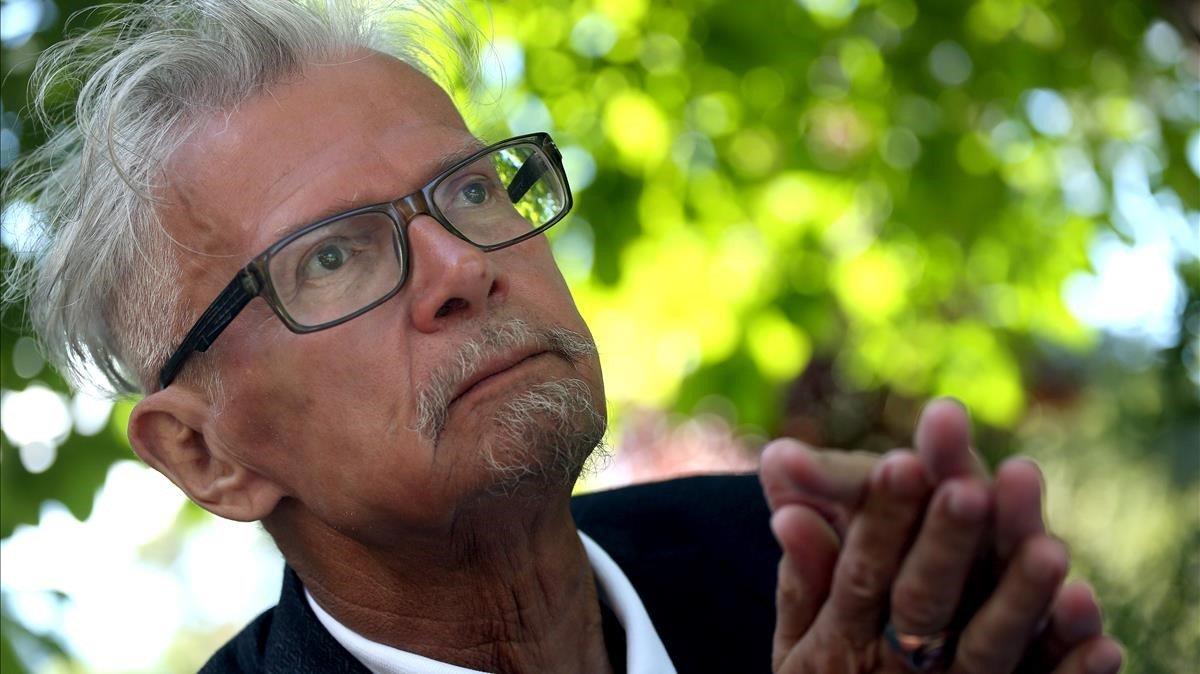 El escritor y político Eduard Limónov, en la Feria de Libro de Madrid, este viernes.
