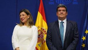 La ministra de Trabajo, Yolanda Díaz, y el ministro de Inclusión, José Luís Escrivá; en su toma de posesión como ministros.