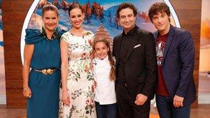 Esther, ganadora de Masterchef Junior 5, junto a Eva González y el jurado dal talent culinario de TVE.