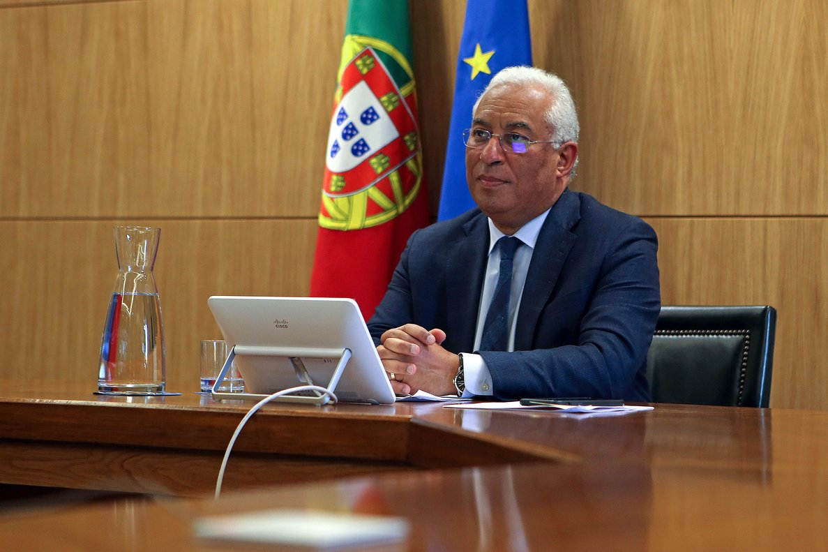 Lisboa (Portugal), 26/03/2020.- Portuguese Prime Minister Antonio Costa during the European Council meeting by video conference to discuss the joint response to the Covid-19 pandemic, in Lisbon, Portugal, 26 March 2020. In Portugal, there were 60 deaths and 3,544 confirmed coronavirus infections, and there are 43 patients who have already recovered, according to the assessment made today by the Directorate General of Health (DGS). (Lanzamiento de disco, Lisboa) EFE/EPA/ANTONIO PEDRO SANTOS