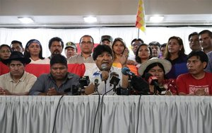 Evo Morales y los dirigentes del partidoMovimiento al Socialismo.