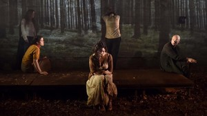 Una escena de Boscos, la tercera obra de la tetralogía La sang de les promeses, de Wajdi Mouawad..