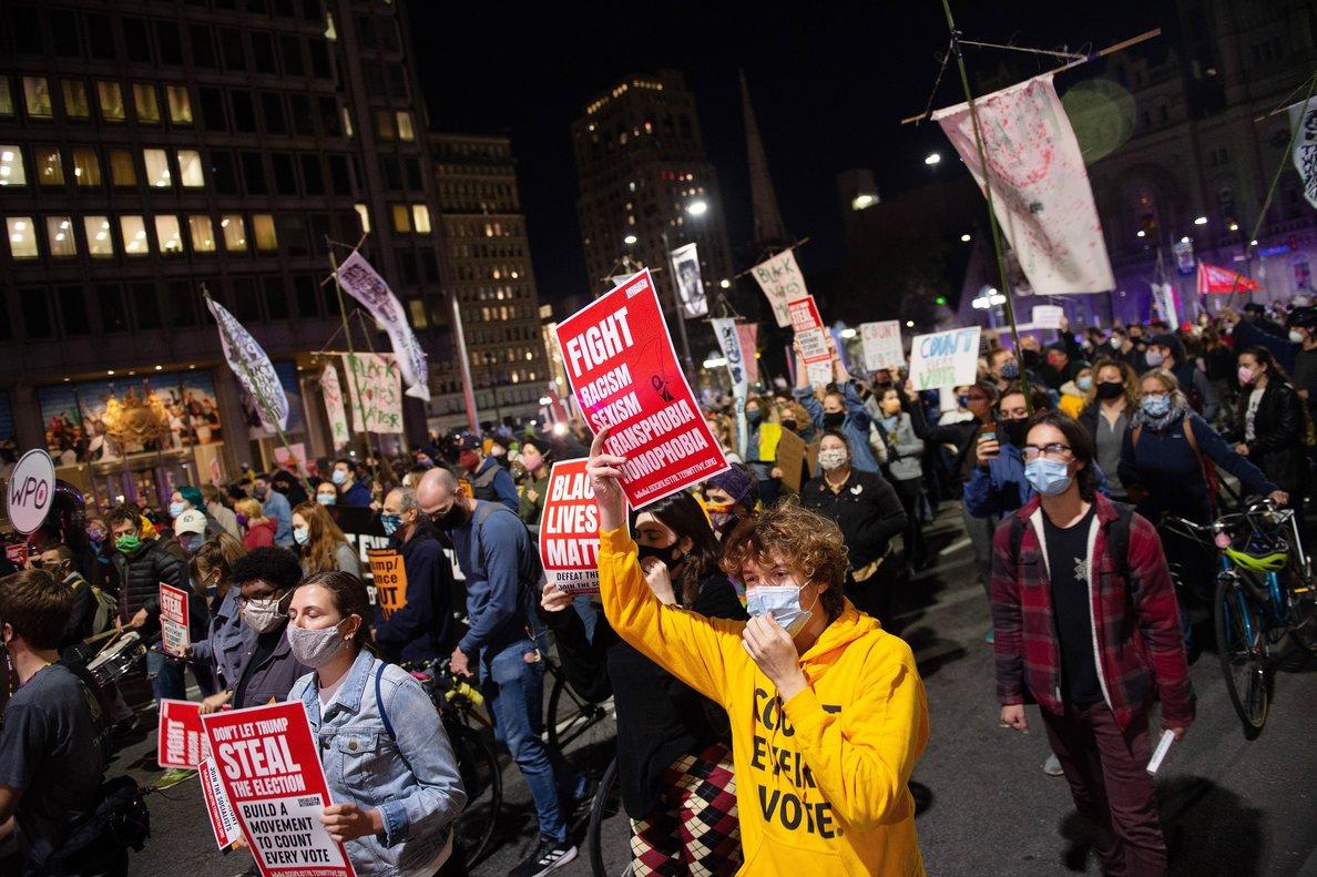Los manifestantes pidieron de forma pacífica que se dé tiempo al recuento en la contienda presidencial.