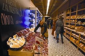 Fruites i productes de proximitat a la Casa Ametller de Comte Borrell, 71.