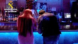 La Guardia Civil libera a dos menores de edad que se encontraban en un club de alterne de Mocejón, Toledo.