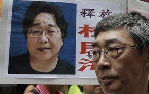 Gui Minhai , en una pancarta durante una protesta contra el régimen chino.
