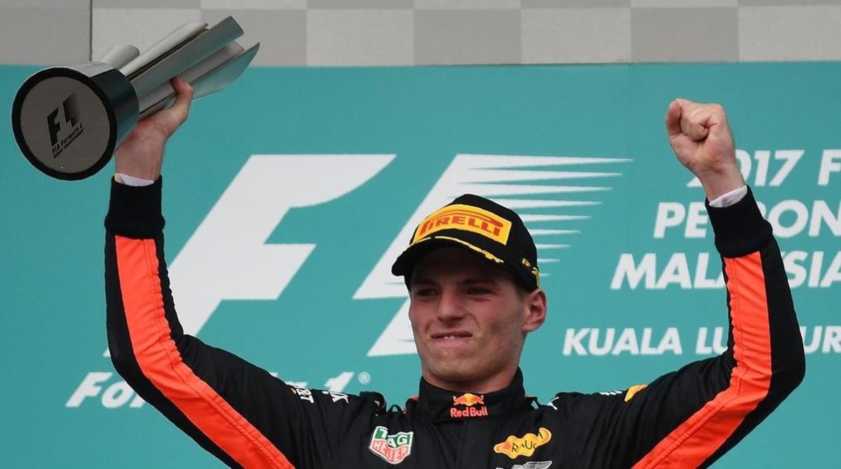 El holandés Mas Verstappen celebra su victoria de hoy en Malasia.