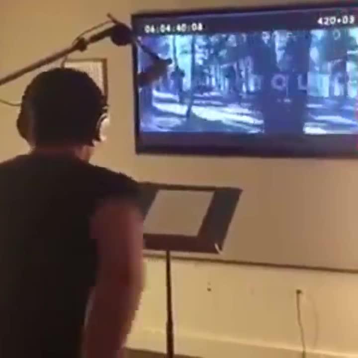 Vídeo de Hugh Jackman doblándose en su papel de James Logan en una escena de la última película de la saga X-Men.
