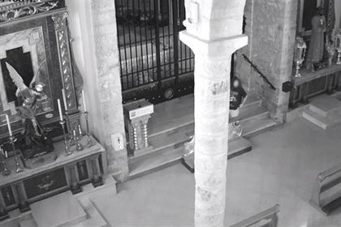 Imagen del presunto autor captado por la cámara de seguridad del recinto.