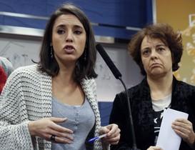 La portavoz de Podemos en el Congreso Irene Montero yla diputada de la formacion Gloria Elizo durante una rueda de prensa en el Congreso.