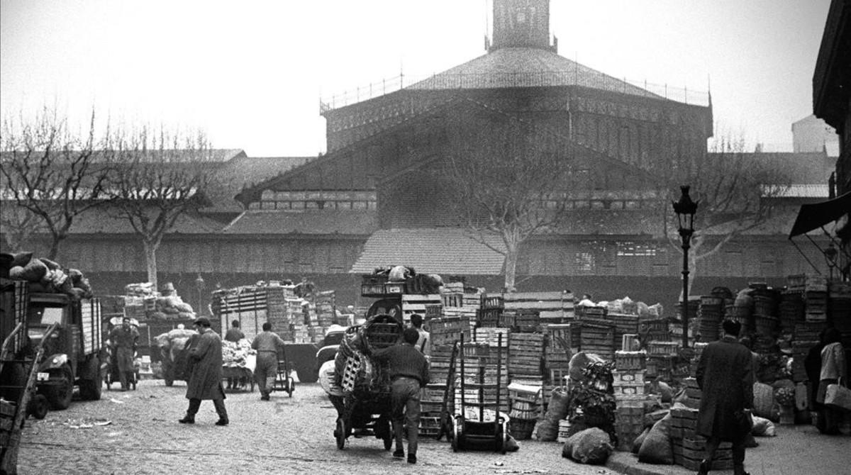 La actividad del antiguo mercado del Born comenzaba de madrugada en 1963.