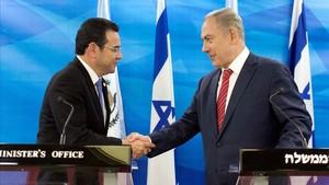 Jimmy Morales y Benjamin Netanyahu durante una reunión en Jerusalén, en noviembre del 2016.