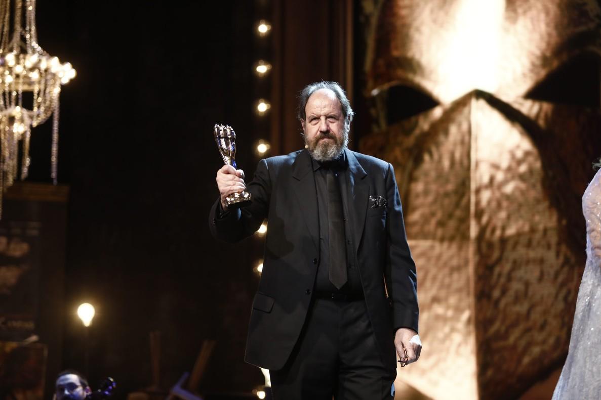 Josep Maria Pou, tras recibir el Gaudí dHonor en la gala del cine catalán.
