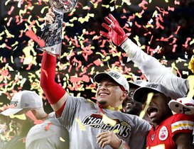 Miami Gardens (United States), 02/02/2020.- (FILE) - Kansas City Chiefs quarterback Patrick Mahomes hoists the Vince Lombardi Trophy after defeating the San Francisco 49ers to win the National Football League Super Bowl LIV at Hard Rock Stadium in Miami Gardens, Florida, USA, 02 February 2020 (re-issued on 07 July 2020). Patrick Mahomes has signed a 10-year contract extension with the Kansas City Chiefs worth a record 503 million US dollar (445 million euro), US media reports stated on late 06 July 2020. (Estados Unidos) EFE/EPA/JOHN G. MABANGLO *** Local Caption *** 55845470