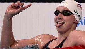 Katie Ledecky celebra la victoria en el 1.500 libre.