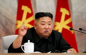 Kim Jong-un, en la reunión con alto mandos del Ejército, en una imagen facilitada el 24 de mayo por la agencia oficial KCNA.