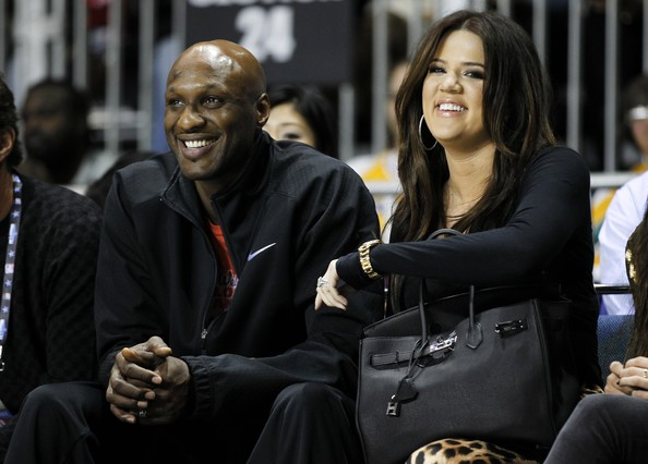 Lamar Odom y su entonces esposa Khloe Kardashian, en un partido de baloncesto, en febrero del 2011.