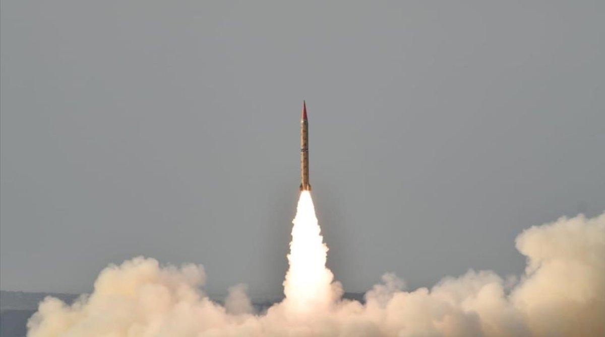 Lanzamiento del misil balístico paquistaní Shaheen II.