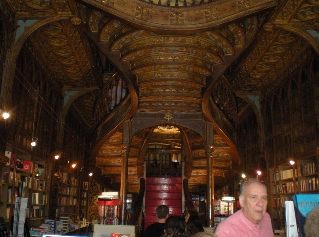 La librería Lello de Oporto, donde J. K. Rowling se inspiró para Harry Potter.