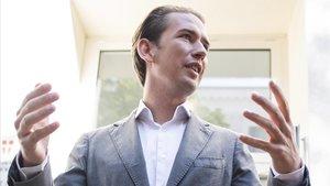 El líder del ÖVP, Sebastian Kurz, este domingo, tras votar en su colegio electoral.
