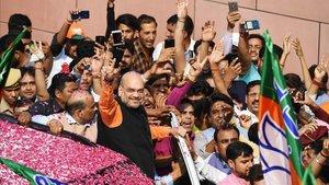 El líder del partido Bharatiya Janata Party (BJP), Narendra Modi, junto a sus seguidores.