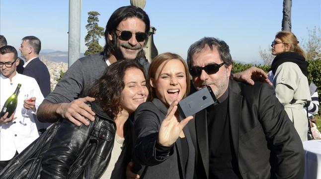 Los actores y el creador de El Ministerio del Tiempo, en la recepción de los Ondas en el Palacete Albéniz.