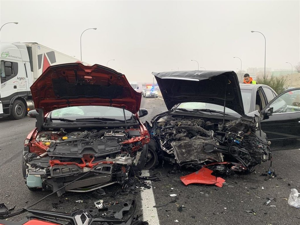 Imagen de archivo del estado de dos coches después de tener un accidente de tráfico.