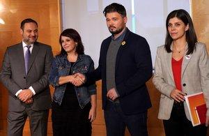 Los negociadores del PSOE: Ábalos, Lastra, con los respresentantes de ERC, Rufián y Vilalta.