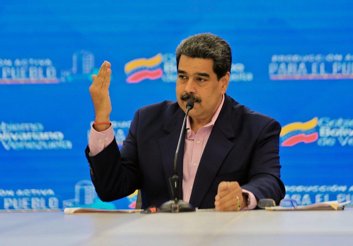 Maduro dijo que los créditos que otorgue la banca pública a la pequeña y mediana industria se entregarán en petros.