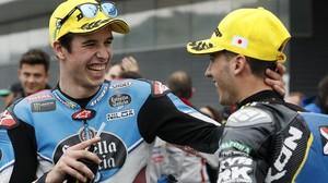 Marc Márquez, a la izquierda, felicita a Xavi Vierge por su gran carrera en Motegi (Japón).