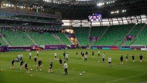 Entrenamiento del Barça en el estadio del Ferencvaros, en víspera de la final con el Olympique de Lyon.