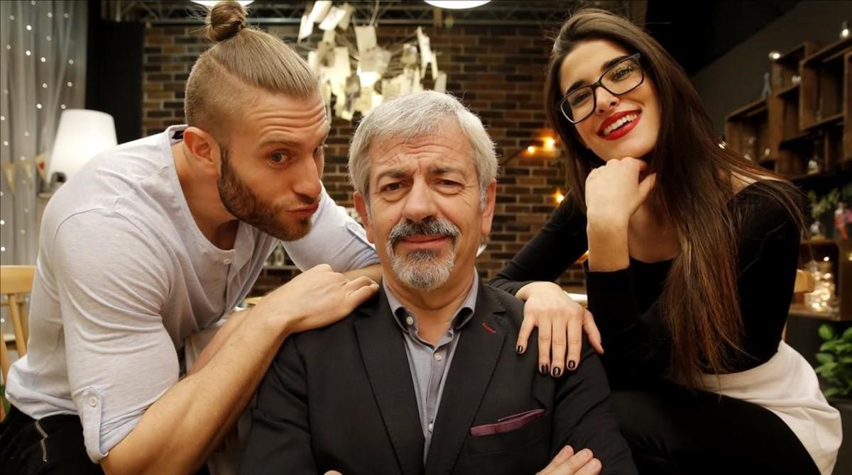 Matías Roure, Carlos Sobera y Lidia Torrent, en el plató de First dates.