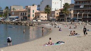 Bañistas en una playa de Mallorca, el pasado 25 de mayo.