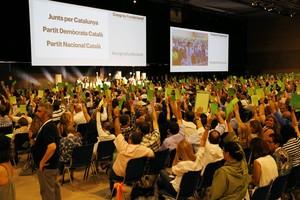 Momento de la votación en el que las bases de la ex-CDC han bautizado a su nuevo partido.