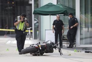 La policía de Vancouver fotografía el lugar donde la especialista de Deadpool 2 ha sufrido el accidente mortal.