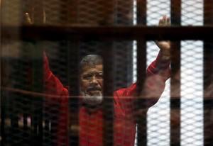 Mursi, en junio, durante el juicio que lo condenó a muerte.