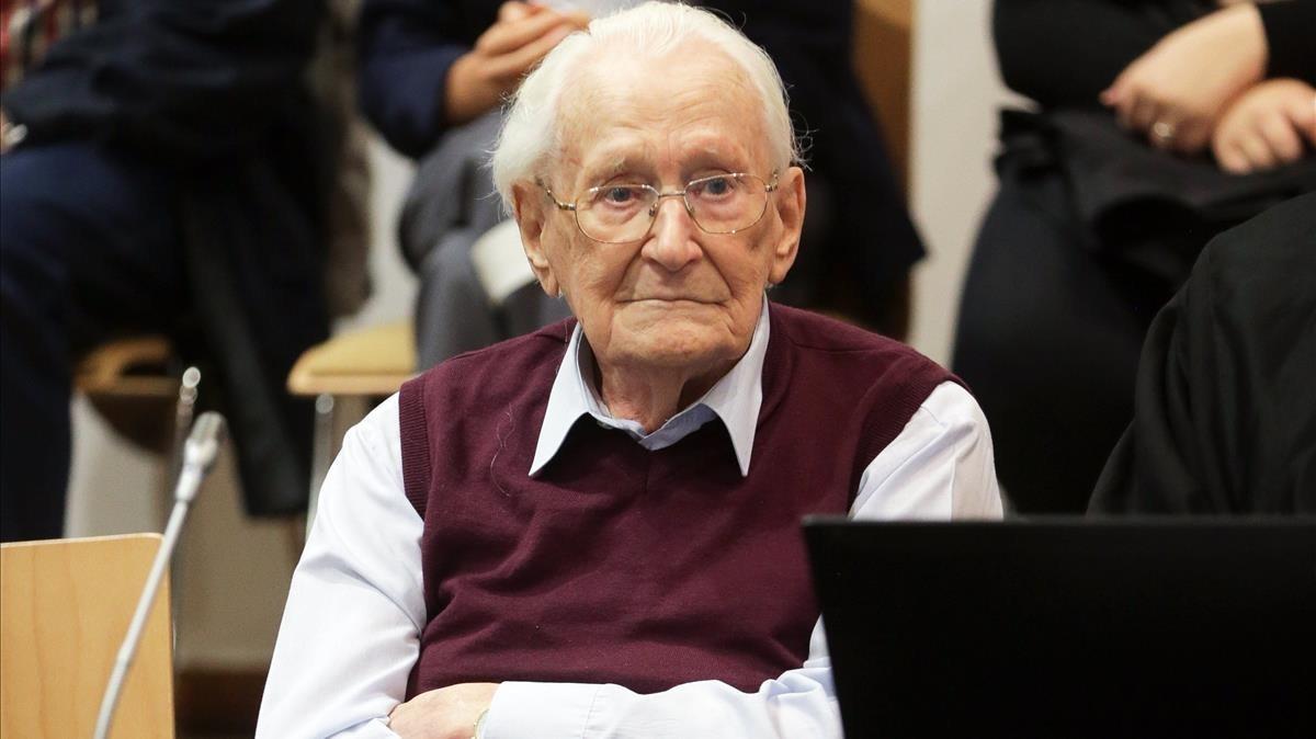 Oskar Gröning espera la proclamación de su veredicto, en Lüneburg, el 15 de julio del 2015.