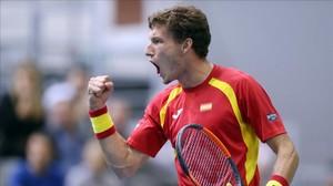 Pablo Carreño celebra un punto ganado en su partido de Copa Davis contra el croata Nikola Mektic.