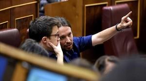 Pablo Iglesias e Íñigo Errejón durante el pleno en Congreso.