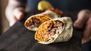 La paella burrito del cocinero Jamie Spafford.